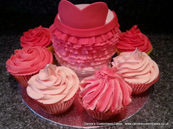 Ruffle cake with cup cakes