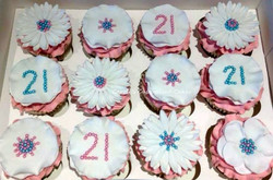 Pretty 21st birthday cupcakes