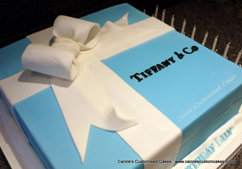 Gift box with bow cake