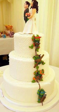 TMNT climbing back of cake