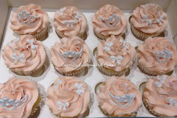 Tiaras and bows cupcakes