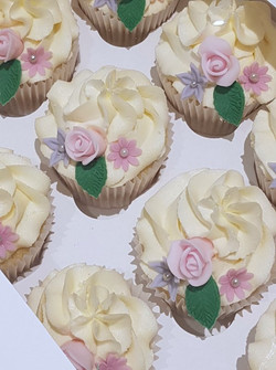 small flower cupcakes