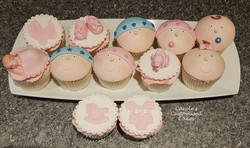 Baby showergender reveal cupcakes