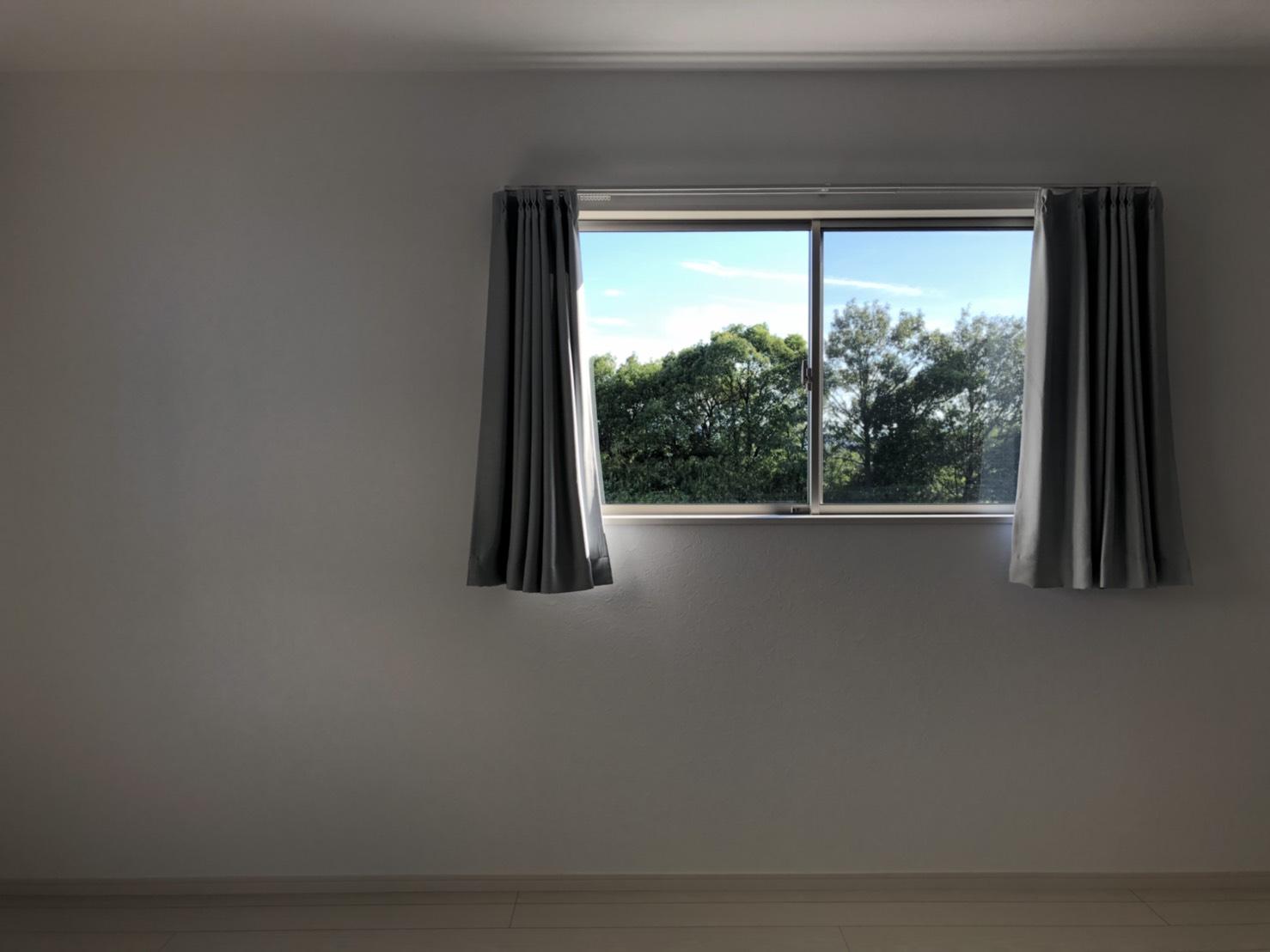 2階寝室の窓