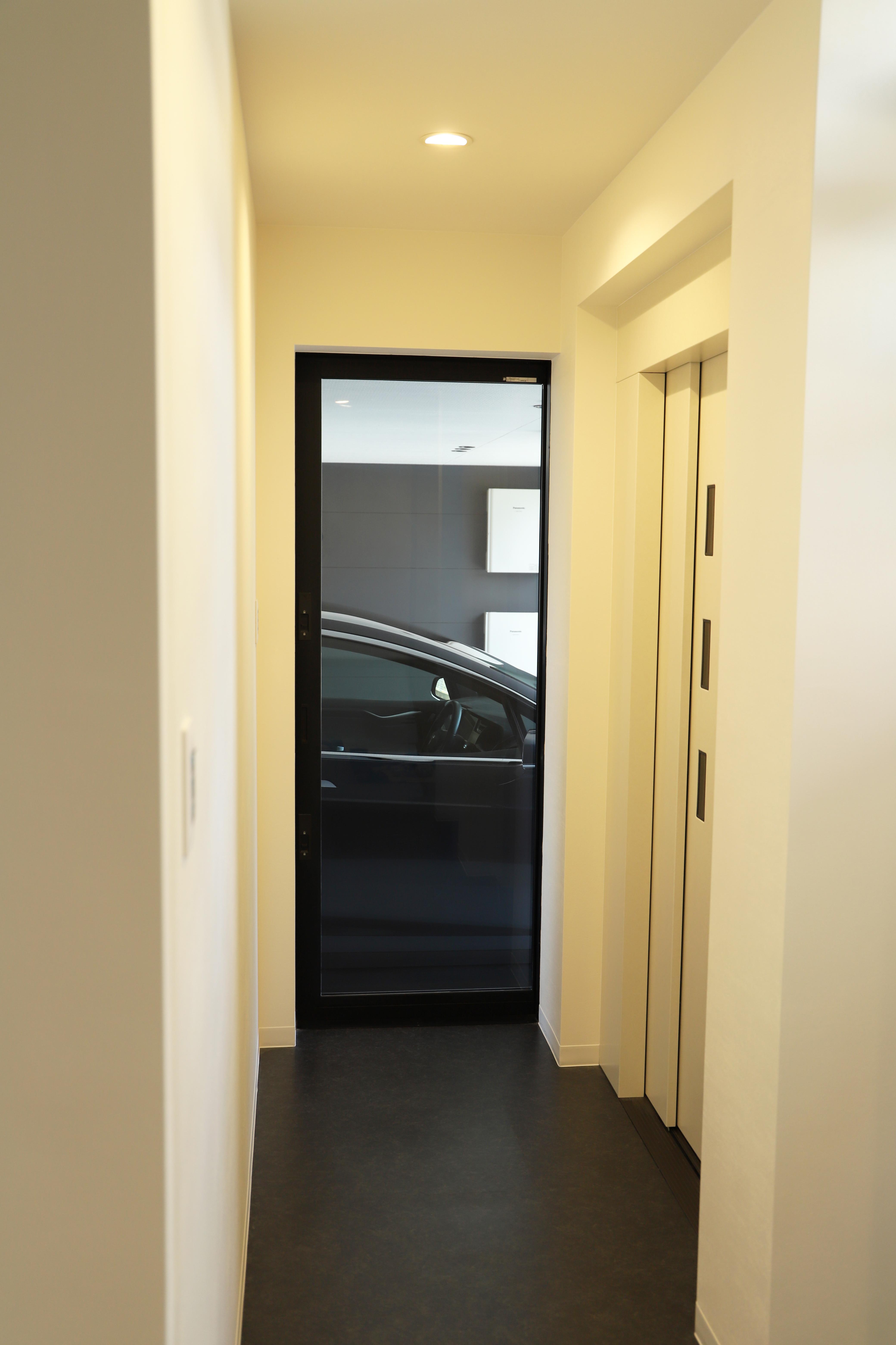 愛車の見える玄関・EVホール