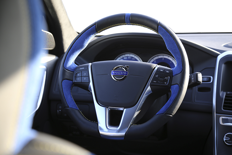 HEICO-SPORTIV-Volvo-XC60-steering-wheel-light_blue