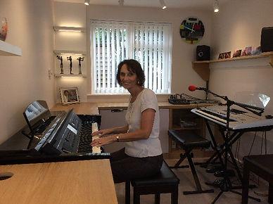 Vanessa Challis Singer Entertainer Pianist Vocalist Leicestershire Warwickshire Derbyshire