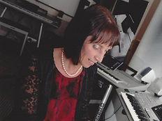 Vanessa Challis Singer Entertainer WarwickshireGarden Fete