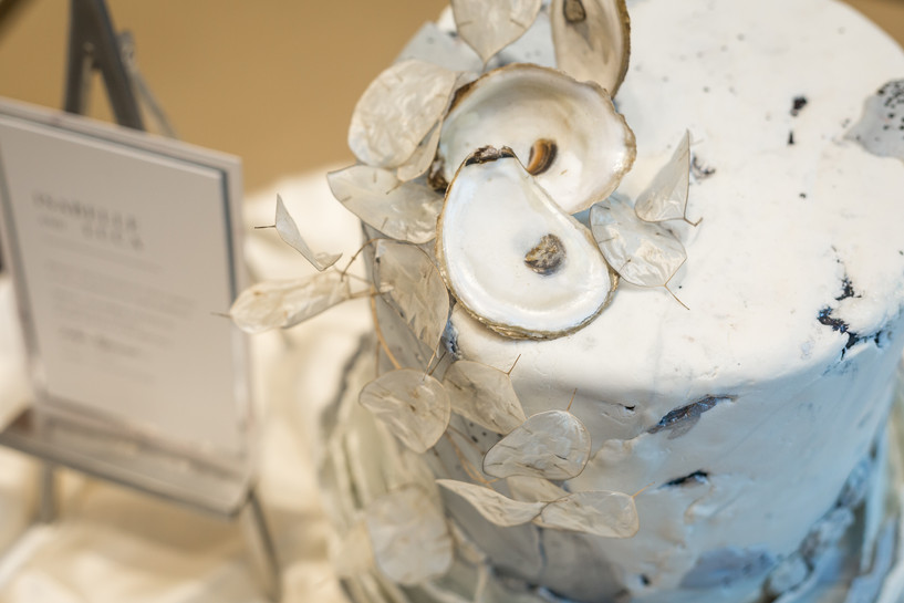 Wedding cake with oyster shells