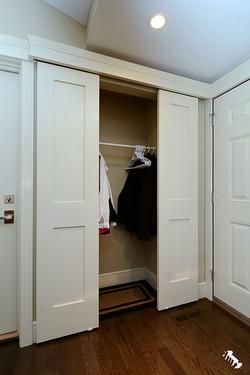 barn-door-closet-open