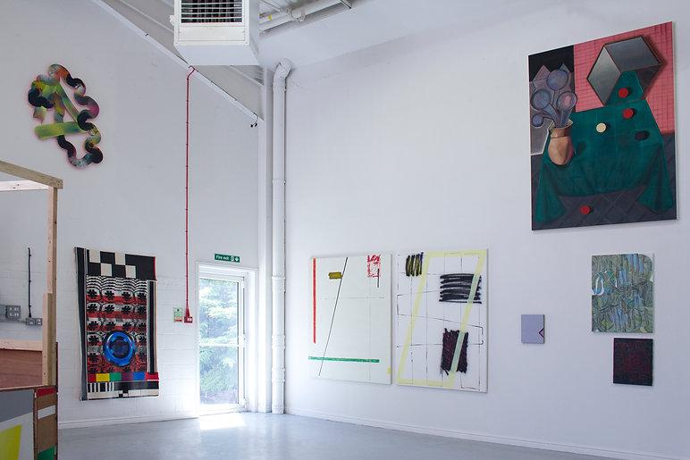 Sally Kindberg instal image Modern Finance, when forehead is flat, 2019