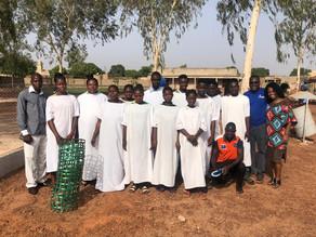 """Mais de 10 pessoas são batizadas no domingo de Páscoa em Burkina Faso: """"Jesus vive e ainda salva""""."""