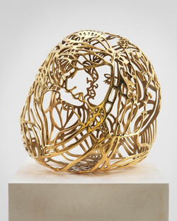 Baisers 1, 2012, gold plated bronze,  22,5 x 16 x 20 in 57,2 x 40,6 x 50,8 cm
