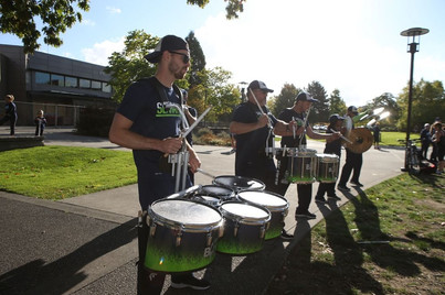 seahawks-blue-thunder-marching-band-play