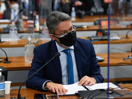 Senador Alessandro Vieira pede convocação de general Braga Netto após depoimento da Anvisa