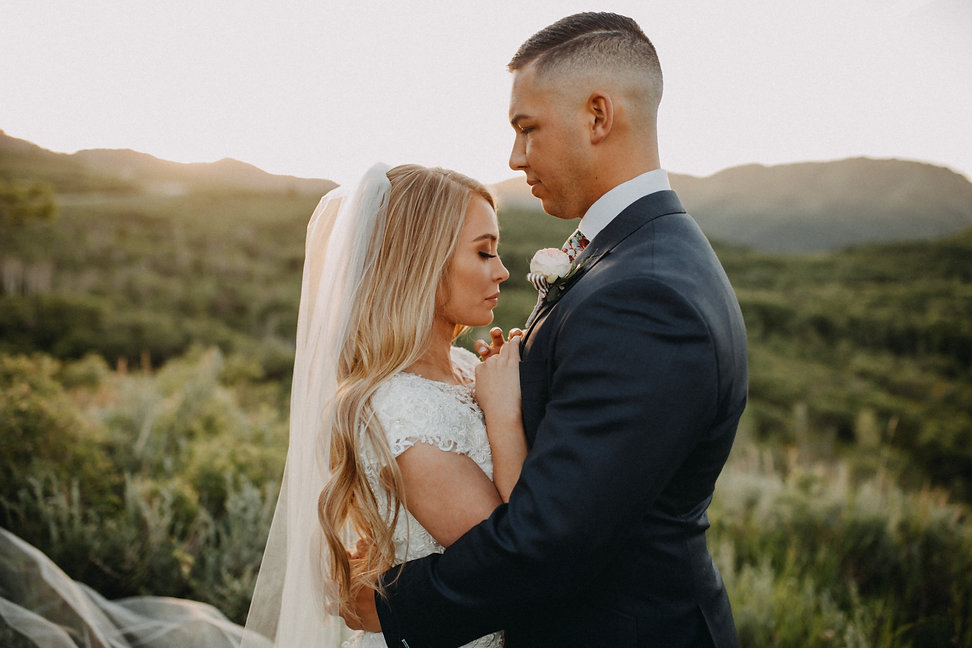 Chelsea Jessop photography Natural light bridal photo on a mountain