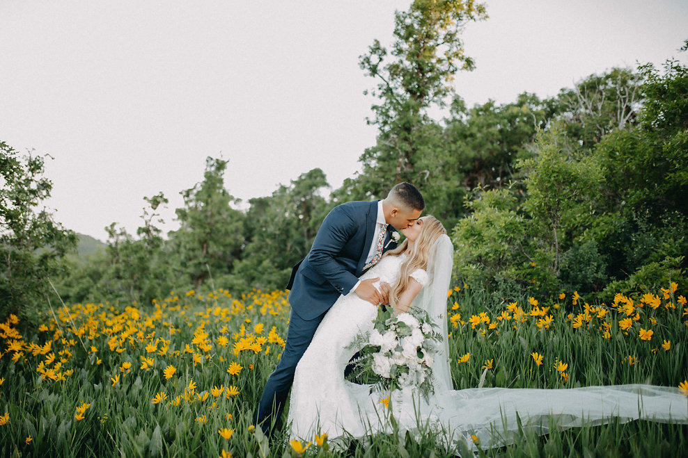 Chelsea Jessop photography Natural light bridal photo on a mountain with flowers and kiss