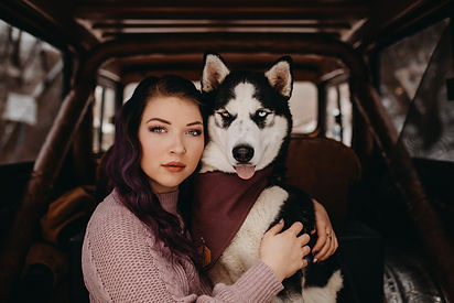 Chelsea Jessop photography Winter pictures individual portrait natural light photography girl with dog in a Jeep