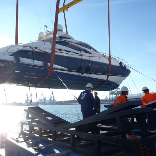 Starclass Yacht Transport at work