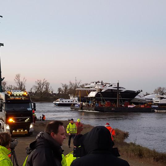 Dusseldorf Boat Show transport