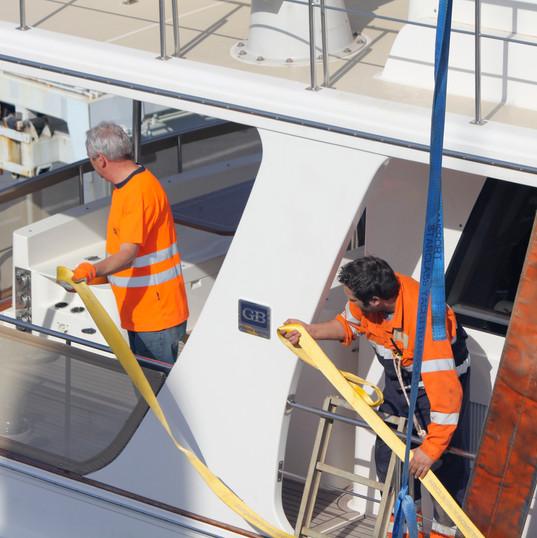 Starclass Yacht Transport with Jan te Siepe adjusting lifting belts