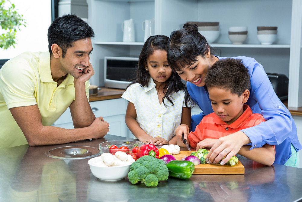healthy family cooking with kids