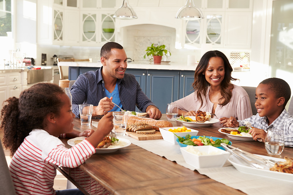 benefits of family eating at table