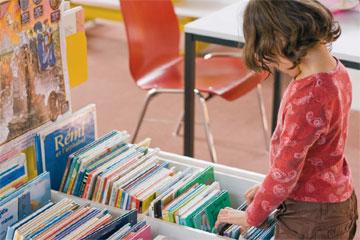 fillette-bibliotheque-360