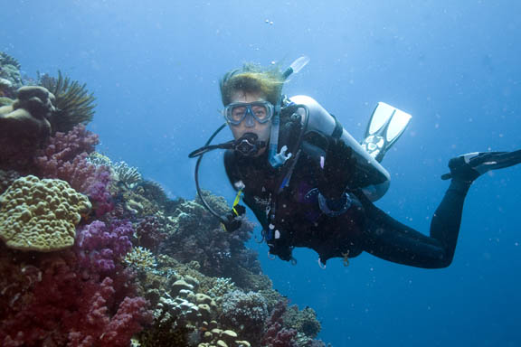 TN-soft-coral-and-diver-6818