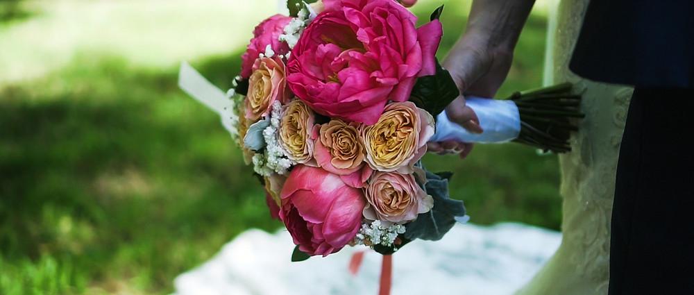 Bridal Flowers | Tithe barn wedding video | Hampshire Venue