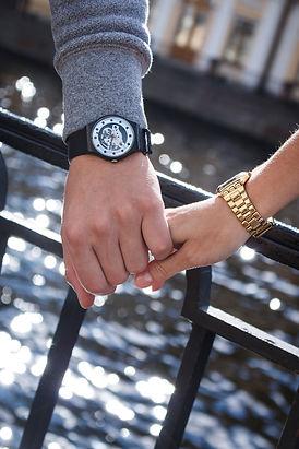 Coupleswatchshutterstock_506816284.jpg