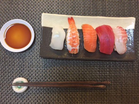 にぎり寿司 (1)