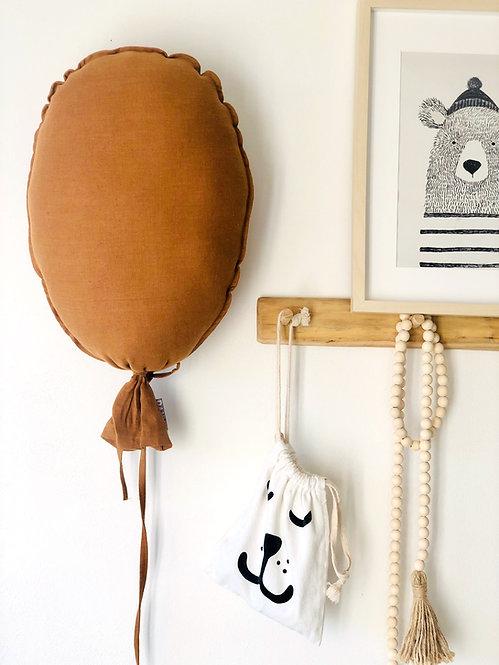 Balónek na zeď