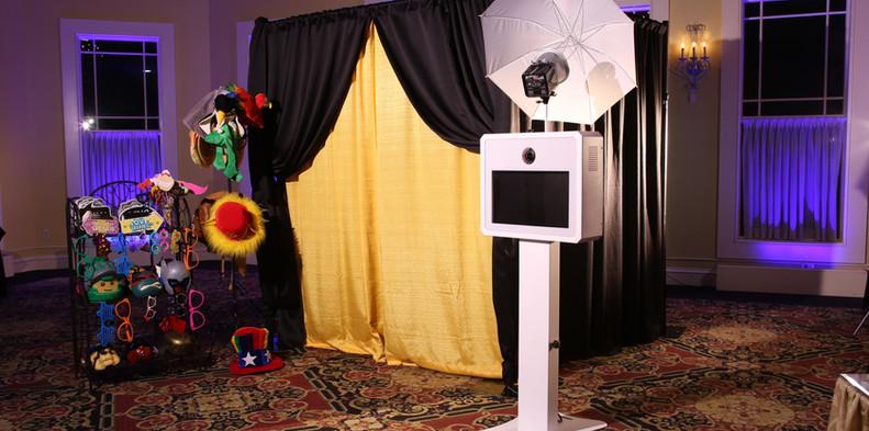 The Elegant Booth