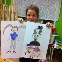 Дети делают наброски и рисуем эскизы