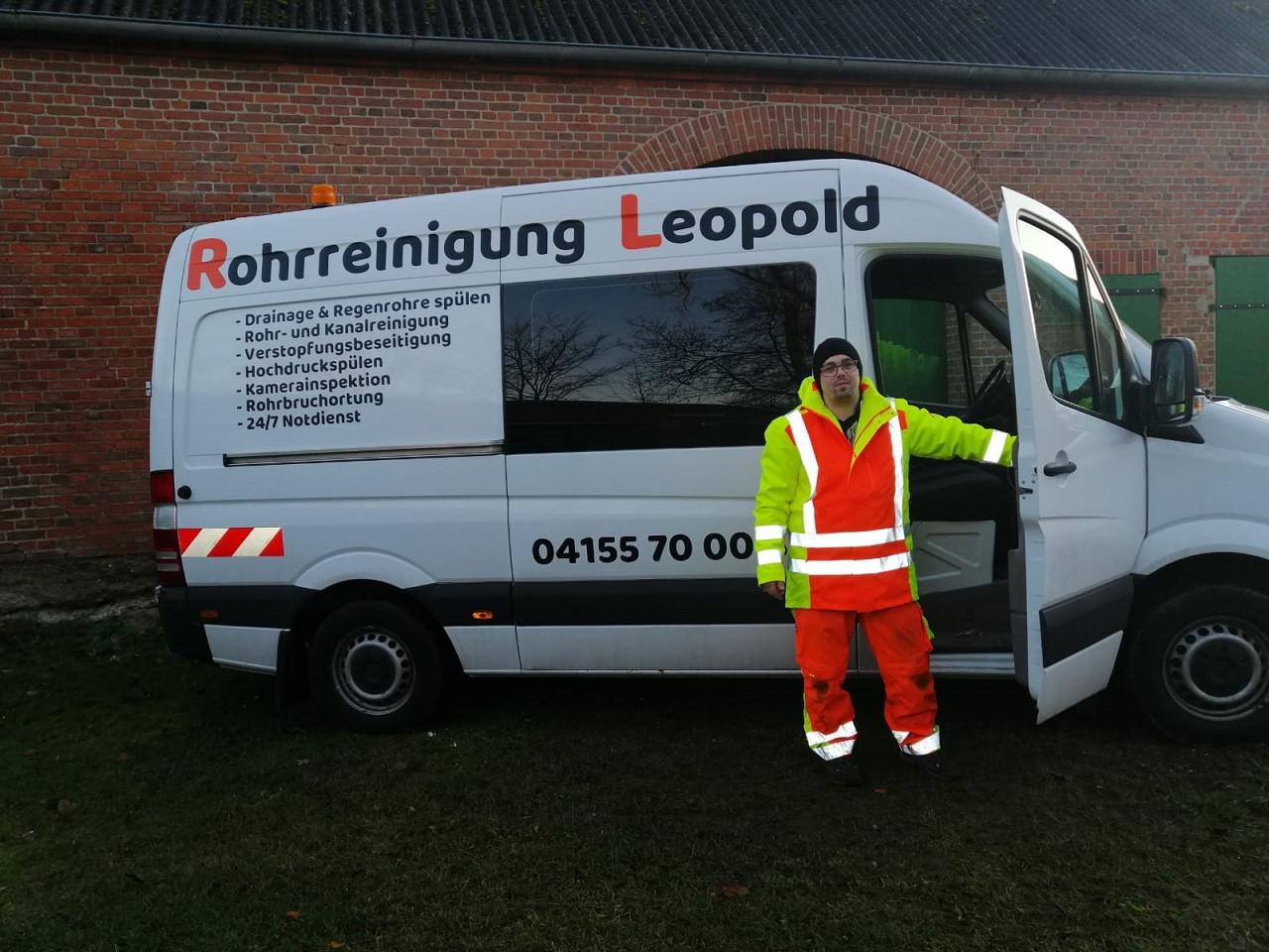 Firmenfahrzeug mit Herrn Leopold.jpeg
