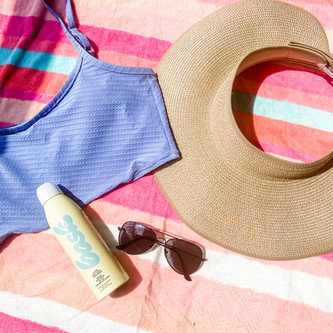 My Late Summer Pool Bag Essentials (and pool day self-care tips!)