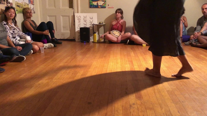 Cat Murcek, performance clip