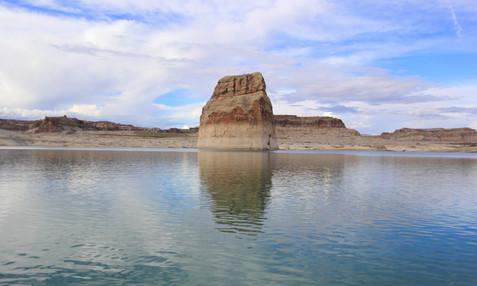 Lone Rock, Lake Powell, Utah, USA