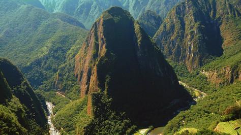 Machu Picchu (en bas à droite), Pérou