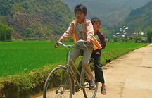 photographe francais french photographer travel photography photographie voyage people local portrait street locaux kids children boy boys bicycle velo riziere rice field countryside campagne asian asia vietnam vietnamese north road route mai chau