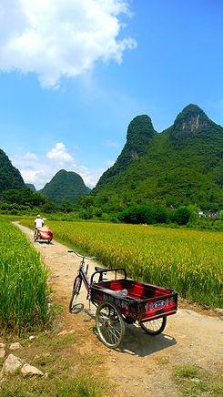 photographe francais french photographer travel photography photographie voyage landscape paysage paysaje nature route road tricycle path people mountains countryside china chine yangshuo