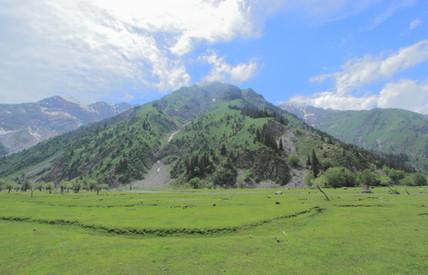 Allant vers le lac Sary Chelek, Kyrgyzstan