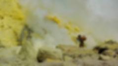 photographe no filter francais parisien parisian photographer travel traveler photography photographie french voyage voyageur angle home tour brice retailleau quintessence de voisinage bright website backpack life backpacker beauty best composition perspective pure light colorful colourful couleurs scenic view point of de vue viewpoint trip tour du monde around the world earth wonderful beautiful gorgeous amazing journey destination tourisme tourism backpacking , summer été outdoor outdoors outside exterieur exterior nature landscape paysage paysaje scenery montagne montagnes mountain mountains cloud clouds cloudscape nuage nuages people street portrait locaux local volcan volcano volcanique volcanic smoke smoking indonesia indonesie java kawah ijen soufre sulfer yellow porteur porter man