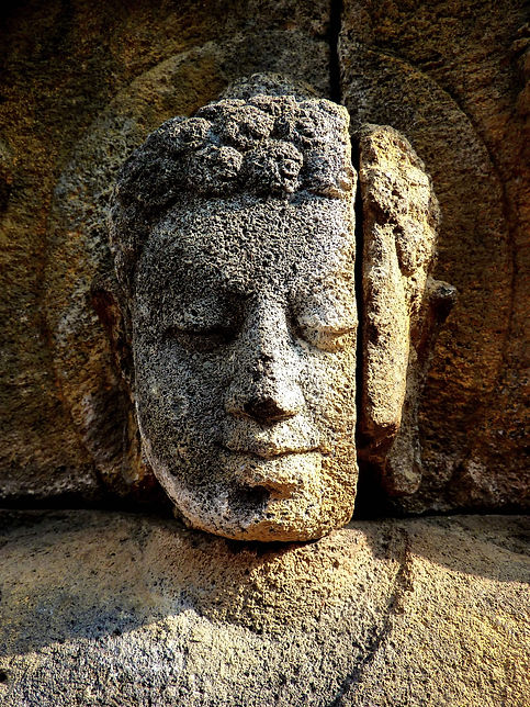 photograhe francais french photographer travel photography photographie voyage sculpture buddha boudha statue borobudur java indonesia indonesie