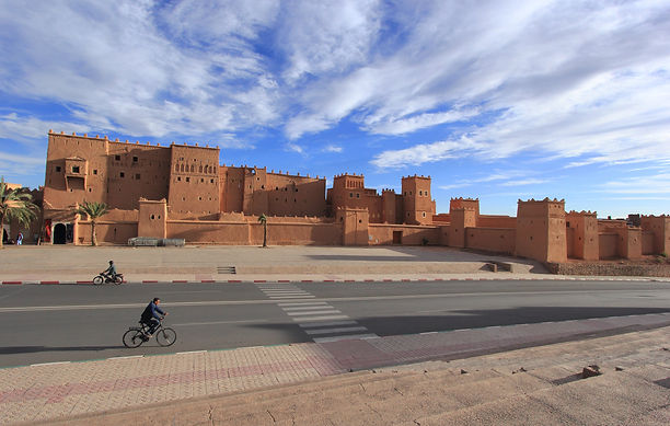 photographe francais french photographer travel photography photographie voyage cityscape city street architecture road route castle chateau riad maroc morocco ouarzazate people bicycle velo