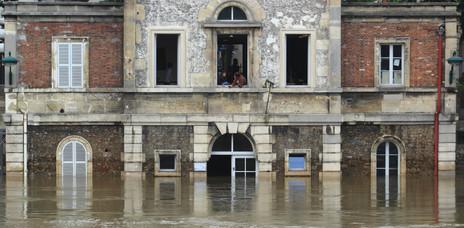 La Seine en crue, Paris, France