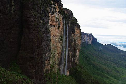 photograhe francais french photographer travel photography photographie voyage landscape paysage nature south america tepuy cliff mountain mout mont roraima venezuela waterfall cascade