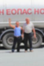 photographe francais french photographer travel photography photographie voyage people local portrait street locaux kyrgyz kygyzstan smile men high five summer silk central asia kyrgyzstan torougart pass col