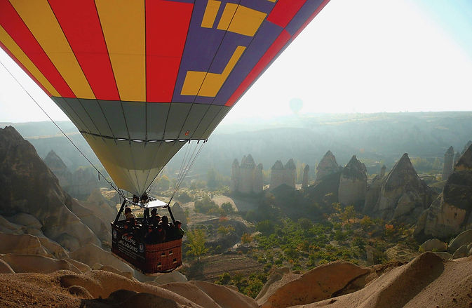 photographe francais french photographer travel photography photographie voyage people local portrait street locaux hot air balloon mongolfiere flying above cappadoce cappadocia goreme uchisar turkey turquie
